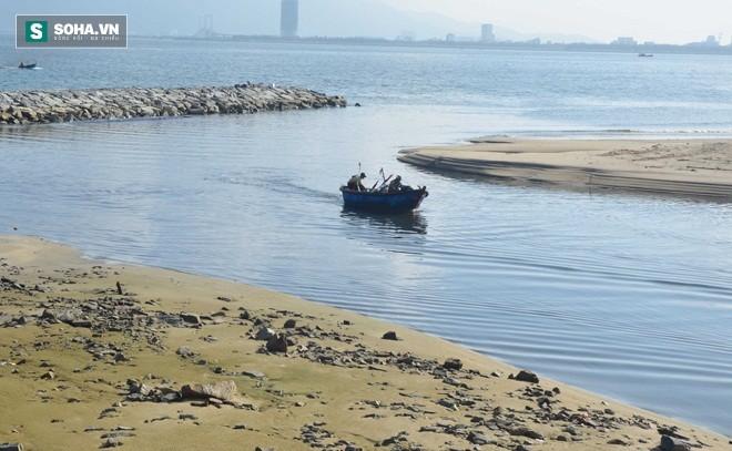 Cống xả kênh Phú Lộc, điểm nóng ô nhiễm tại biển Nguyễn Tất Thành
