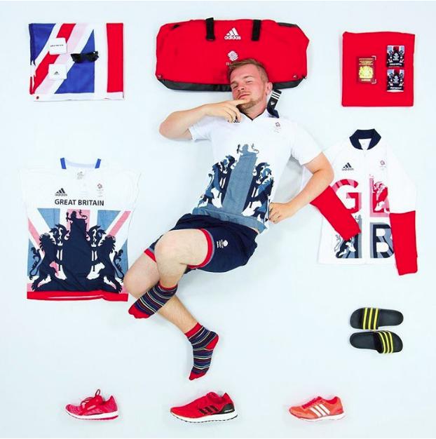 Adidas tài trợ cho đội tuyển Anh