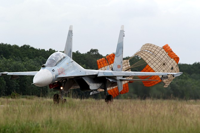 Làm chủ 'Hổ mang chúa' SU-30MK2 - ảnh 7