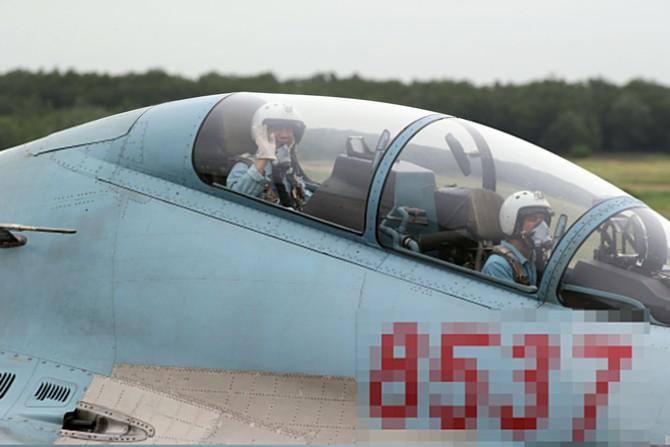Làm chủ 'Hổ mang chúa' SU-30MK2 - ảnh 11