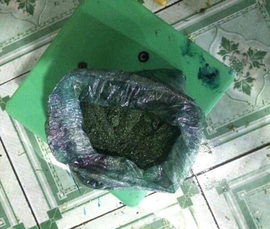 Bột hóa chất được dùng để pha chế ngâm rau muống