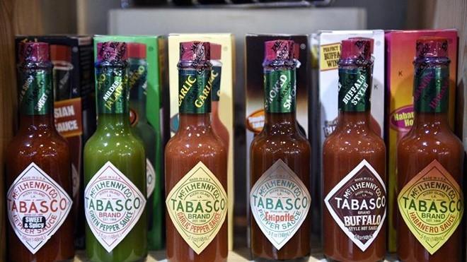Nước sốt tương ớt Tabasco hiện có mặt tại hơn 180 quốc gia và vùng lãnh thổ với tổng doanh thu hàng năm lên đến 200 triệu USD. Ảnh: Reuters