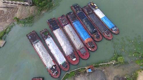 Vấn nạn đổ trộm chất thải ở Trung Quốc - ảnh 1