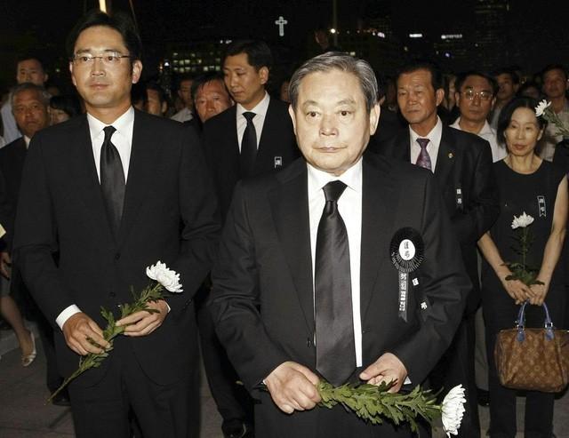 Hai cha con họ Lee: Lee Jae-yong và Lee Kun-hee.
