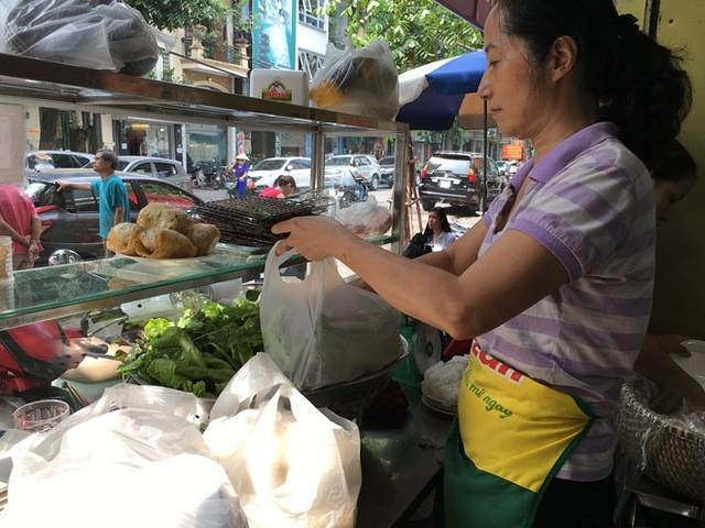 Bà Nguyễn Thị Liên - chủ quán bún chả Hương Liên. Ảnh: HQ.