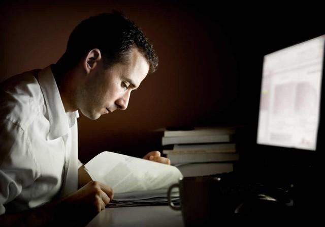 Thức đêm là hành động rất phổ biến với những người làm startup.
