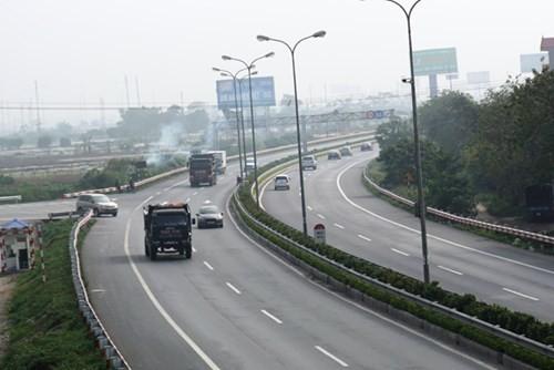 Làm cao tốc Bắc - Nam 230 nghìn tỷ: Có ưu ái đường bộ? ảnh 1