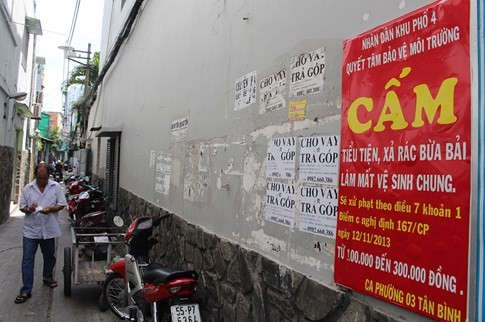 Rác quảng cáo đủ loại 'tra tấn' người dân Sài Gòn - ảnh 1