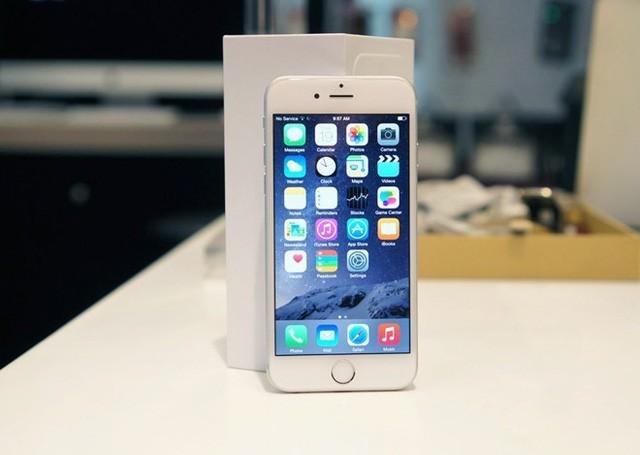 iPhone 6 giá mềm sẽ là sản phẩm chủ đạo của nhiều cửa hàng dịp cuối năm nay. Ảnh: Thành Duy.