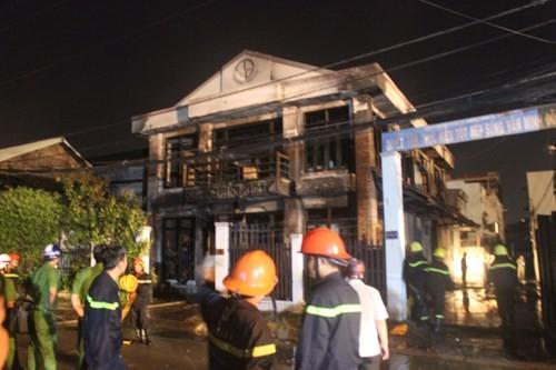 Cháy nhà ở Sài Gòn, ít nhất 2 người chết ảnh 1