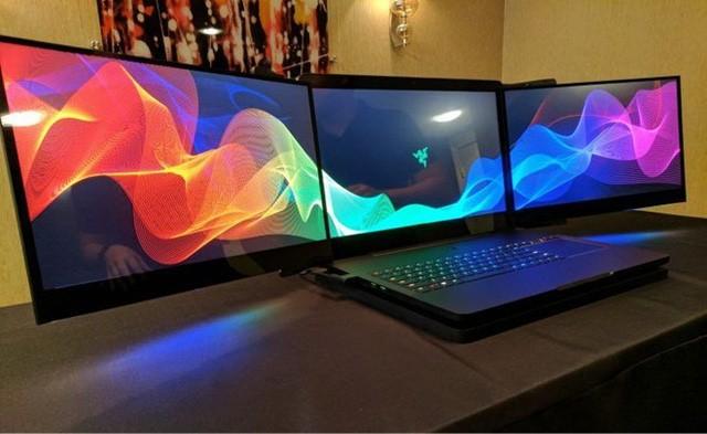 Laptop với 3 màn hình 4K Razer Project Valarie. Ảnh: Yahoo.