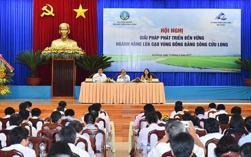 Thủ tướng Nguyễn Xuân Phúc chủ trì Hội nghị Giải pháp phát triển bền vững ngành hàng lúa gạo vùng ĐBSCL