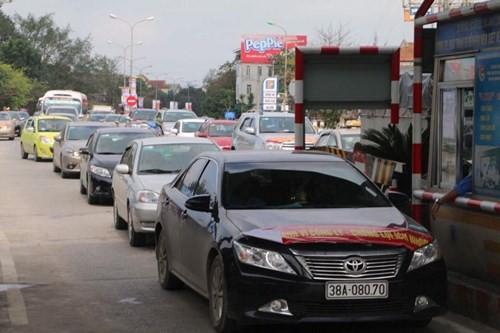 Vì sao người dân tiếp tục mang ô tô 'chặn' cầu Bến Thủy? ảnh 2