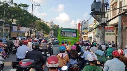 Cấm xe máy là xúc phạm 80% người dân ảnh 2