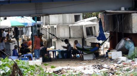 Bao ke ban hang rong o Nha Trang: Dun day trach nhiem - Anh 2