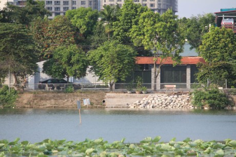 Nha hang banh tom, bun oc 'bua vay' ho Dam Tri, Ha Noi - Anh 11