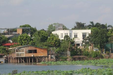 Nha hang banh tom, bun oc 'bua vay' ho Dam Tri, Ha Noi - Anh 12
