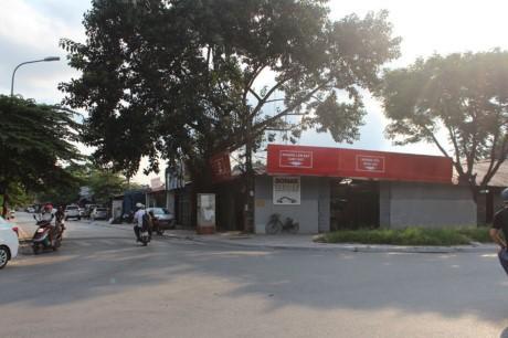 Nha hang banh tom, bun oc 'bua vay' ho Dam Tri, Ha Noi - Anh 2