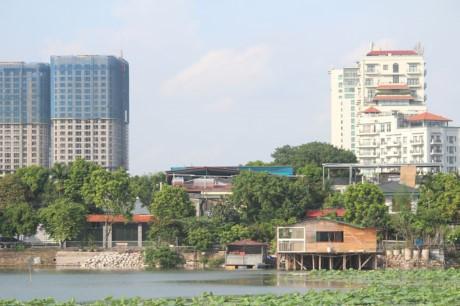 Nha hang banh tom, bun oc 'bua vay' ho Dam Tri, Ha Noi - Anh 9
