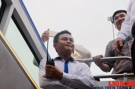 Xe buyt 2 tang mui tran chay thu nghiem o Ha Noi: Nguoi dan lo ngai vuong day dien tren cao - Anh 8