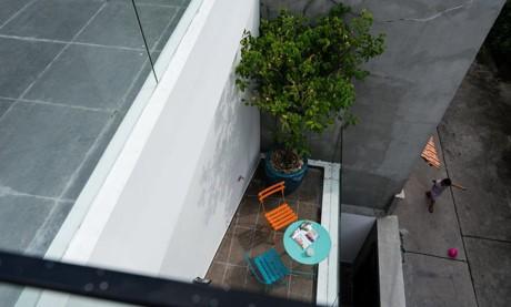 Nha dep: Lac buoc tuoi tho trong can nha hoa nang - Anh 16