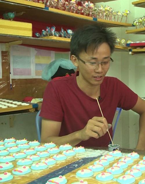 Chàng trai 23 tuổi bán kẹo que có doanh thu 5 tỷ/năm - 1