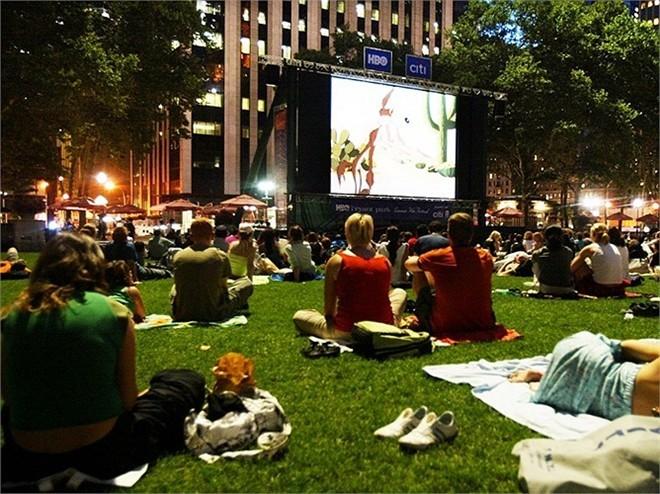 Một vé xem phim tại thành phố New York giá khoảng 14 USD, trong khi giá vé trung bình tại Mỹ là 10 USD.