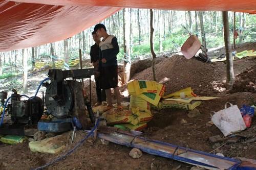Khu khai thác vàng của ông Long ở xã Phú Riềng - Ảnh: Đỗ Trường