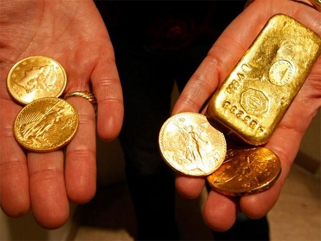 <b>4. Pháp</b></div><div><i>Mức dự trữ vàng chính thức: 2.435,5 tấn</div><div>Tỷ lệ vàng trong dự trữ ngoại hối: 62,1%</i></div><div>Vào tháng 11/2014, lãnh đạo cánh hữu Marine Le Pen của Pháp - người có khả năng trở thành Tổng thống tiếp theo của nước này - viết rằng bà muốn vàng của Pháp phải được đưa về Pháp. Bà Le Pen cũng đề xuất Ngân hàng Trung ương Pháp nên mua thêm vàng để dự trữ.</div><div>