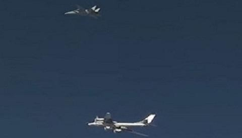 F-14 Tomcat My ho tong Tu-95MS Nga phong ten lua danh IS