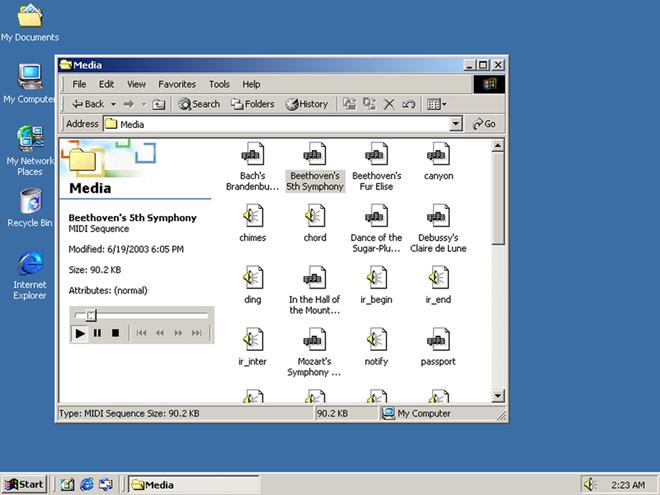 Windows 2000 được thiết kế cho hệ thống máy tính dùng cho khách và máy chủ cho đối tượng doanh nghiệp. Phát triển dựa trên những gì Windows NT để lại, phiên bản này được tăng cường tính bảo mật với cơ chế bảo vệ tốt hơn cho các tập tin, một bộ nhớ cache DLL và phần cứng hỗ trợ tính năng