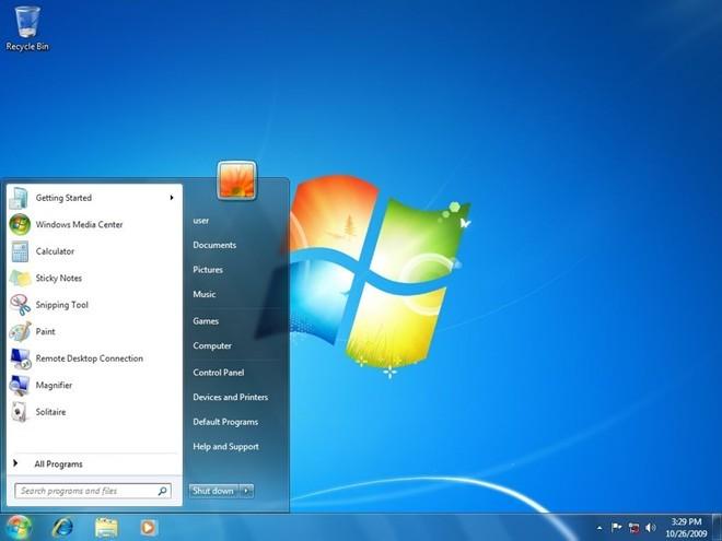 Ra mắt vào năm 2009, phiên bản kế nhiệm Windows Vista mang một cái tên gây nhiều tò mò cho làng công nghệ - Windows 7. Có thể nói Microsoft đã làm rất tốt trong việc nâng cao hiệu suất, tùy chỉnh và cải thiện giao diện người dùng. Việc kiểm soát tài khoản người dùng cũng được điều chỉnh để ít gây phiền toái hơn. Phiên bản này đã chiếm lĩnh thị trường máy tính toàn cầu trong một thời gian và hiện vẫn nằm trong danh sách những phiên bản Windows được sử dụng phổ biến nhất thế giới.
