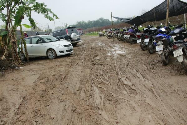 Người Hà Nội đội mưa đi chụp ảnh Tết, dịch vụ ăn theo được dịp hốt bạc - Ảnh 11.