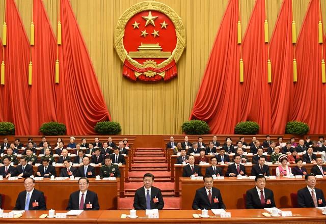Các thành viên Bộ chính trị Trung Quốc tham dự lễ khai mạc Đại hội đại biểu nhân dân toàn quốc lần thứ 4 khóa XII ngày 5/3 tại Đại lễ đường nhân dân Bắc Kinh. Ảnh: Xinhua