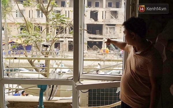 Nhiều vết thủng trên cửa sắt, tường bê tông tại vụ nổ ở Hà Đông - Ảnh 7.