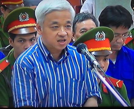 Phạm Trung Cang khai việc mua cổ phiếu do Kiên chỉ đạo. (Ảnh, Tuấn Hợp)