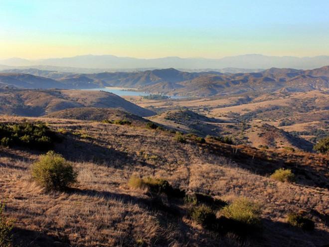 Chiếm phần lớn trong tổng tài sản 17 tỷ USD của Bren, công ty Irvine Company hiện là chủ đất lớn nhất California, sở hữu hơn 1.021 heata, gồm nhiều tòa nhà văn phòng, căn hộ, khách sạn, bến du thuyền, chủ yếu ở hạt Orange, miền nam bang California. </div>  <div>