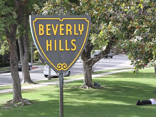"""Bren cùng em trai theo học trường trung học Beverly Hills và dành các kỳ nghỉ hè của mình làm việc tại công ty bất động sản của cha. Ông học được bài học lớn từ cha: """"Khi giữ bất động sản trong thời gian dài, bạn có thể thu lời tốt hơn và có thêm các giá trị hữu hình"""", Bren chia sẻ với tờ Los Angeles Times vào năm 2011."""
