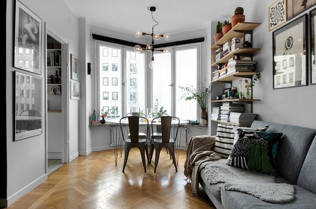 Dù sở hữu một diện tích vô cùng khiêm tốn nhưng nhờ vào cách sắp xếp thông minh mọi không gian chức năng trong căn hộ này được phân định rõ ràng và vô cùng thoáng sáng.