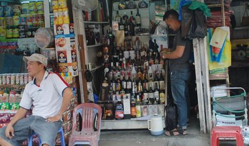 Người kinh doanh ở TP.HCM không biết bị cấm bán rượu cho người dưới 18 tuổi - ảnh 5