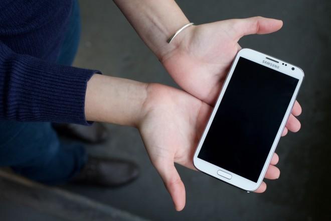 Mặt tối đáng sợ đằng sau những chiếc smartphone bạn đang dùng hàng ngày - Ảnh 4.
