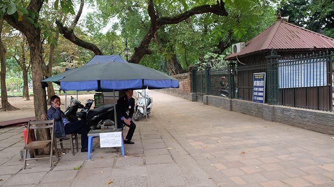 Đóng cửa bãi xe Văn Miếu, du khách chịu cảnh 'chặt chém' để vào di tích - ảnh 4