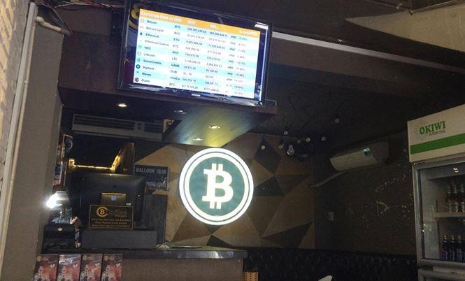 Đổ xô mua bán, 'đào' Bitcoin - ảnh 1