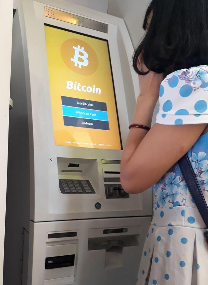 Đổ xô mua bán, 'đào' Bitcoin - ảnh 2