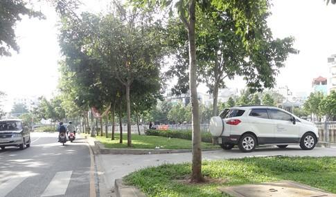 Vỉa hè bị tái chiếm bát nháo: Ô tô bít lối người Sài Gòn - ảnh 6