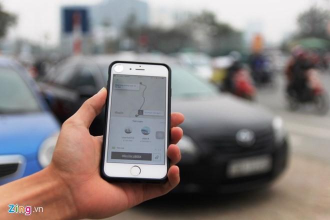 """3_52503_btqo Tài xế Uber, Grab Hà Nội: """"Muốn về nhà chắc phải xé logo"""""""