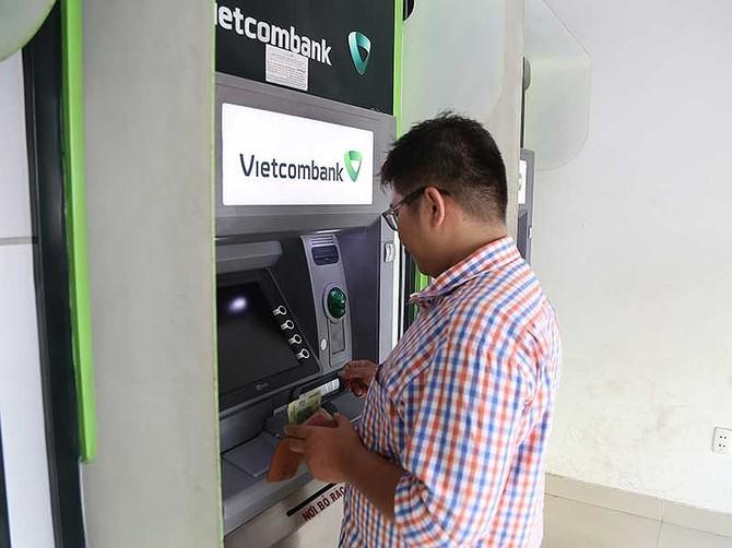 Phát khóc vì ATM 'đứng hình' ngày Tết - ảnh 1