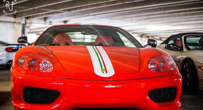 Dàn siêu xe triệu USD nằm phủ bụi trong garage công cộng