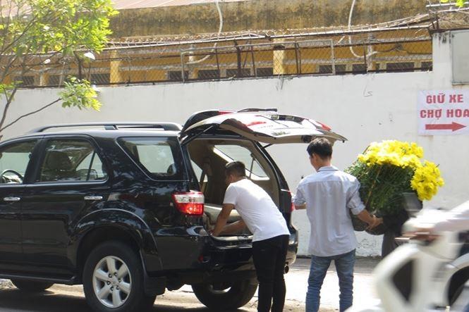Lo bị 'ép rác', hoa tết xả hàng sớm ở Sài Gòn - ảnh 11