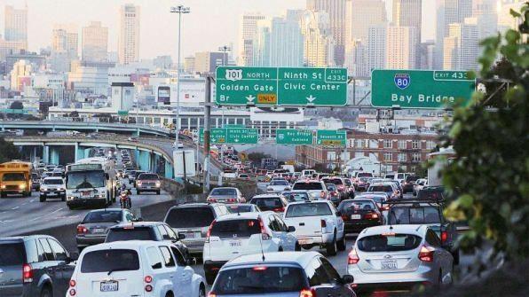 Mặt tối của nền kinh tế chia sẻ: Uber & Grab tăng kẹt xe, Airbnb đuổi người thuê ra đường - Ảnh 1.
